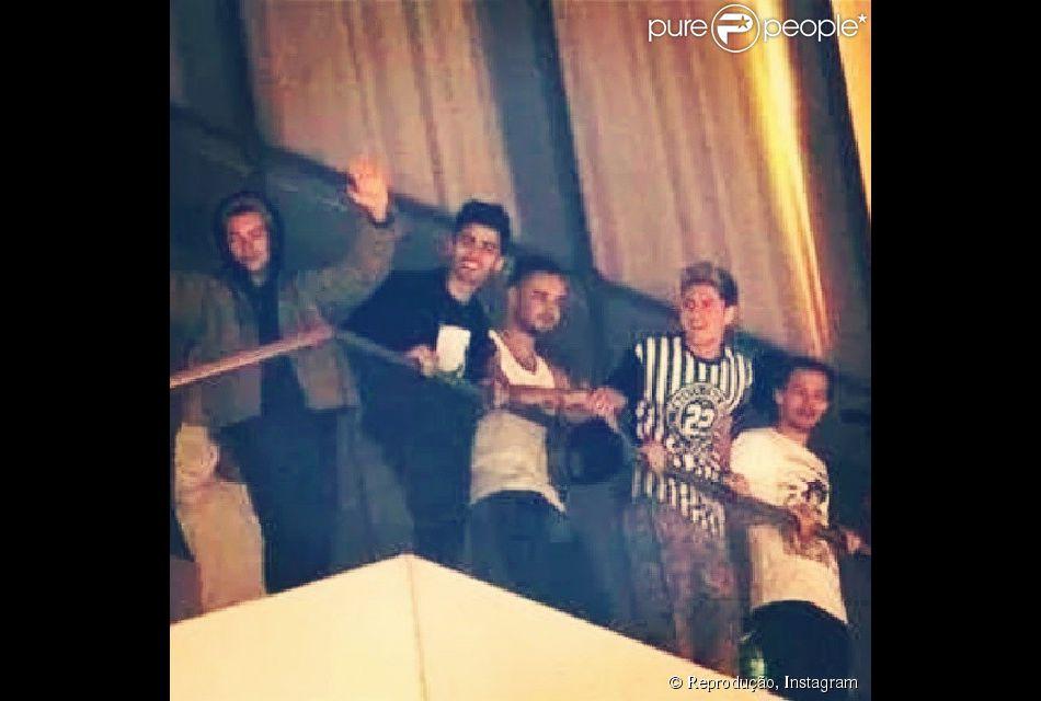 One Direction desembarcou no Rio de Janeiro, na madrugada desta quarta-feira, dia 7 de maio de 2014, para shows no Brasil