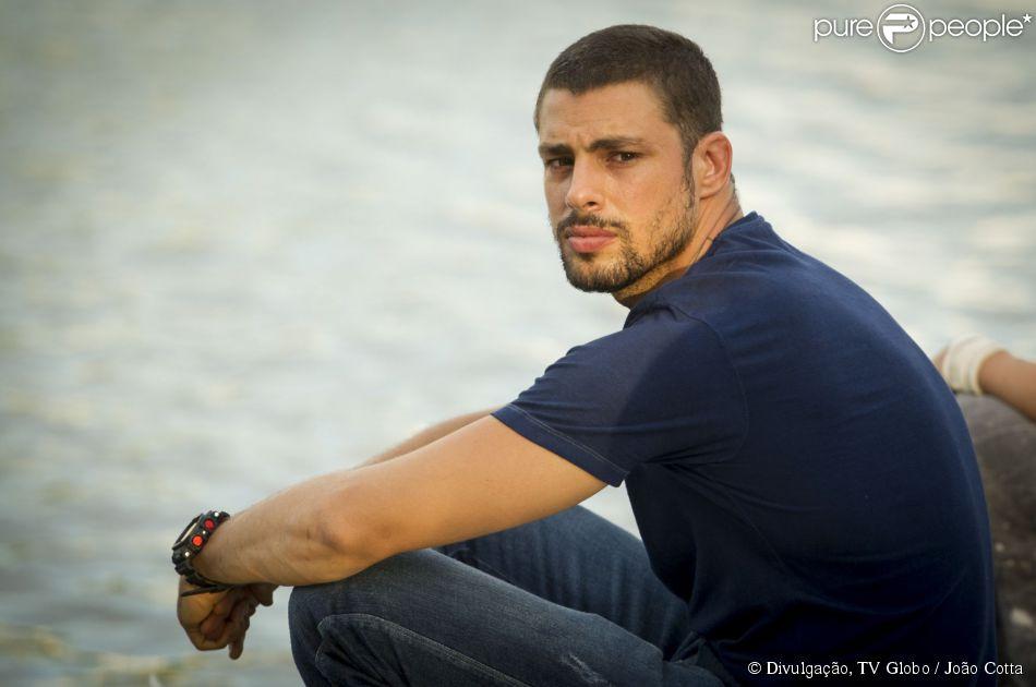 Cauã Reymond ficou chateado ao se deparar com o lutador Erick Silva na casa da ex, a atriz Grazi Massafera