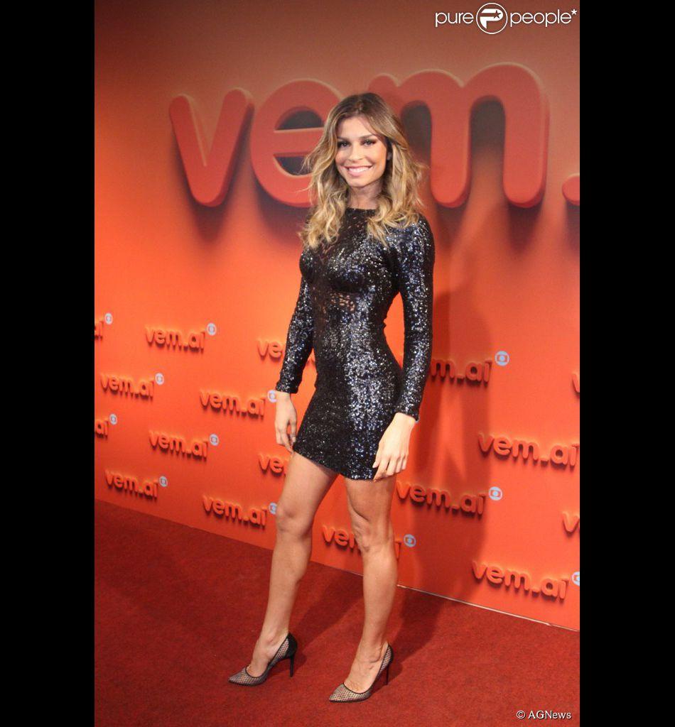 Grazi Massafera também terá a ajuda dos internautas para escolher seu vestido do Festival de Cannes 2014, em 15 de maio de 2014