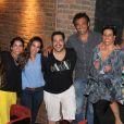Tania Khalill, Tiago Abravanel, Domingos Montagner e Narciza Tamborindeguy posam para fotos após a apresentação do musical no Rio