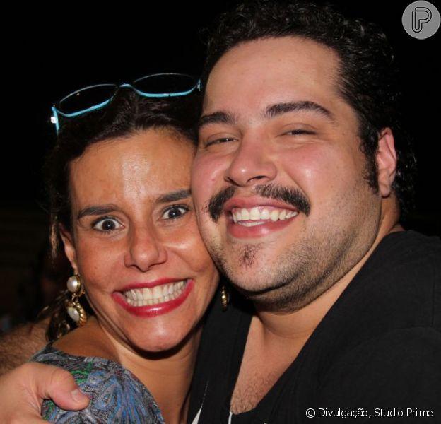 Narciza Tamborindeguy posa com Tiago Abravanel após assistir a 'Tim Maia - Vale Tudo: o musical', em 27 de janeiro de 2013