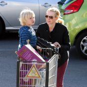Naomi Watts, após perder SAG Awards para Jennifer Lawrence, passeia com filho