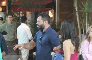 Malvino Salvador passeia sem a namorada, Kyra Gracie, em shopping no Rio