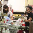 Caio Castro e Maria Casadevall fazem compras juntos no bairro do Leblon, Zona Sul do Rio de Janeiro