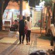 Caio Castro e Maria Casadevall passeiam no Leblon, no Rio