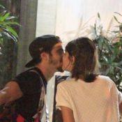 Caio Castro e Maria Casadevall são flagrados aos beijos em rua do Rio