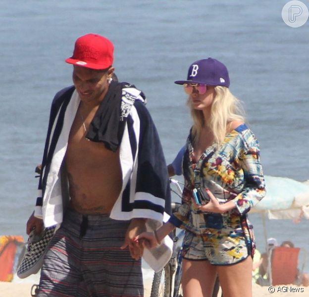 Bárbara Evans e o jogador do Corinthians Paolo Guerrero não estão mais juntos. A informação é da coluna 'Retratos da Vida', do jornal 'Extra' (26 de maio de 2014)