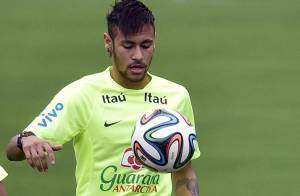Copa do Mundo: Neymar joga com a seleção no primeiro treino na Granja Comary