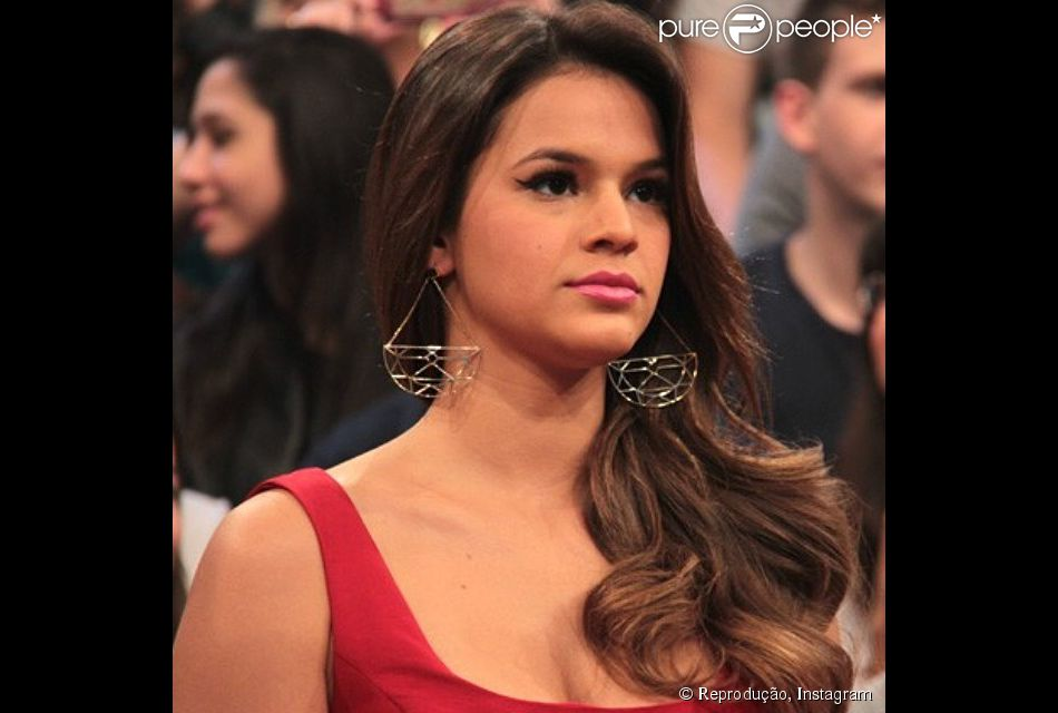 Bruna Marquezine adora o estilo lady like para se vestir e não poderia ser diferente em relação à maquiagem. O detalhe está fazendo sucesso com as suas fãs