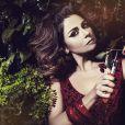 Giovanna Antonelli fez uma sessão de fotos para seu site profissional e abusou do delinador misturado com marrom e bege