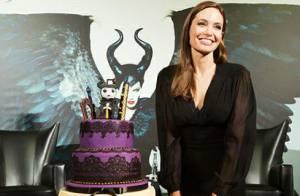 Angelina Jolie ganha bolo de aniversário em première de 'Malévola'