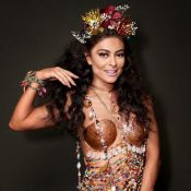 Juliana Paes usa look de pedrarias e cabelo volumoso em baile: 'Bethânia'