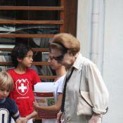 Fernanda Montenegro almoça com a filha, Fernanda Torres, em restaurante no Rio