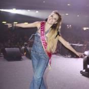 89c707105 Carolina Dieckmann curte show de Preta Gil com macacão de guerra e novo  visual