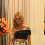 Isabelle Drummond vai sem o namorado em inauguração de loja de sapato no Rio