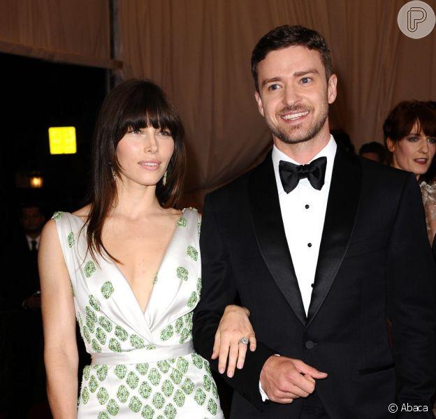 Jessica Biel e Justin Timberlake atrasaram os planos de ter filhos por causa do retorno à carreira musical do também ator, segundo informações do site 'Radar Online' desta sexta-feira, 1º de fevereiro de 2013