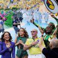 Depois do show, Jennifer Lopez, Claudia Leitte e Pitbull deixaram o gramado visivelmente emocionados