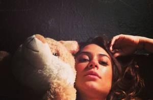 Thaila Ayala aparece em nova foto na cama do camarim de James Franco