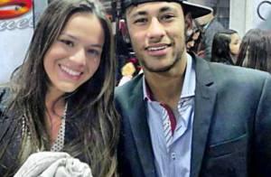 Bruna Marquezine nega ter ganho aliança de noivado de Neymar: 'Não existe anel!'