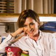 Chica (Natália do Vale) aconselha Clara (Giovanna Antonelli) a contar sobre seu namoro com Marina (Tainá Müller) para Ivan (Vitor Figueiredo), em 21 de junho de 2014, na novela 'Em Família'