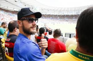 Rodrigo Hilbert e Murilo Benício assistem ao jogo entre Bélgica e Rússia no Rio