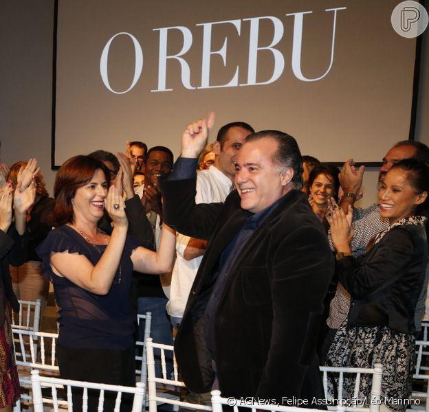Tony Ramos comemora 50 anos de carreira e é ovacionado de pé pelos colegas de elenco de 'O Rebu', em 24 de junho de 2014