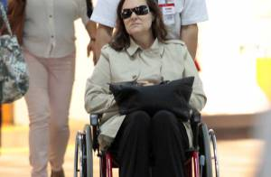 Elizabeth Savala torce o pé e usa cadeira de rodas em aeroporto: 'Não quebrou'
