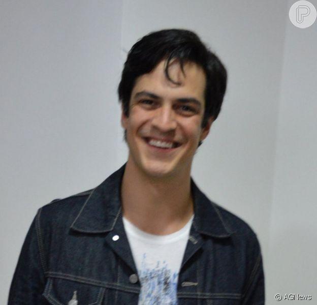 Mateus Solano não vai mais atuar na série de Guel Arraes, em 2015. A informação é da colunista Patricia Kogut, do jornal 'O Globo' (26 de junho de 2014)