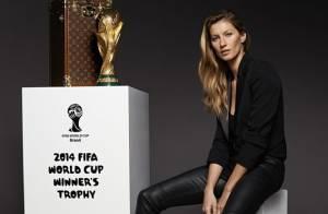 Gisele Bündchen aparece pela primeira vez com taça da Copa do Mundo