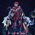 Chris Brown faz sua primeira apresentação após sair da cadeia