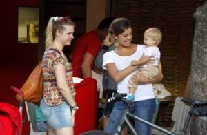 Sophie Charlotte brinca com a filha de Carolinie Figueiredo em passeio no Rio
