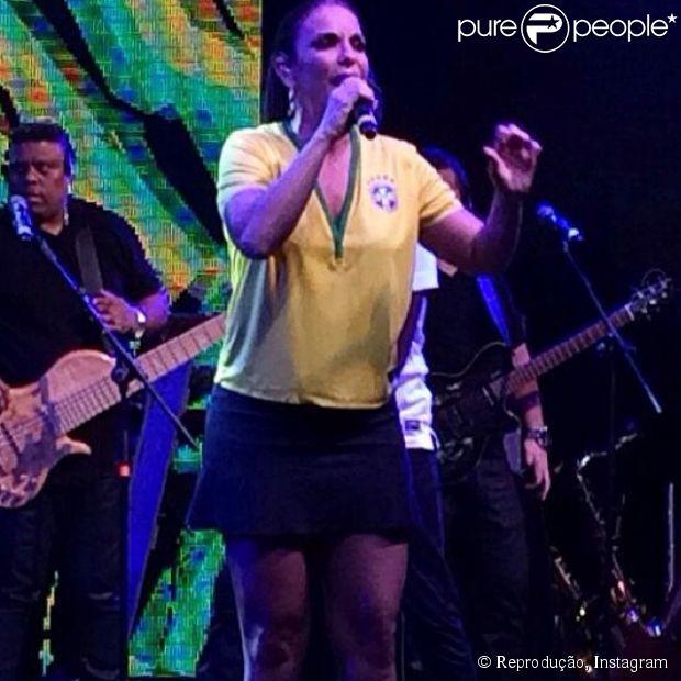 Like or share Bruna Marquezine Troca De Roupa Três Vezes E Se