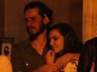 Tainá Müller janta com o marido e amigos em restaurante no Leblon, no Rio