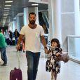 Malvino Salvador embarcou com a filha, Sofia, no aeroporto Santos Dumont, no Rio de Janeiro, nesta terça-feira, 15 de julho de 2014