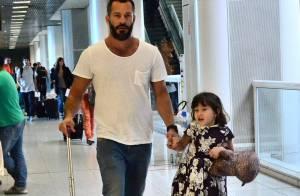 Malvino Salvador embarca com sua filha, Sofia, em aeroporto do Rio
