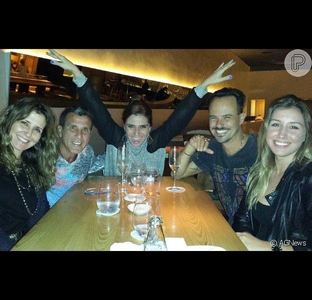 Giovanna Antonelli sai para jantar com Eri Johnson e Paulo Vilhena no Rio