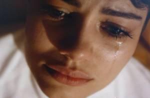 'O Rebu': Duda (Sophie Charlotte) chora ao se lembrar de cena de sexo com Bruno