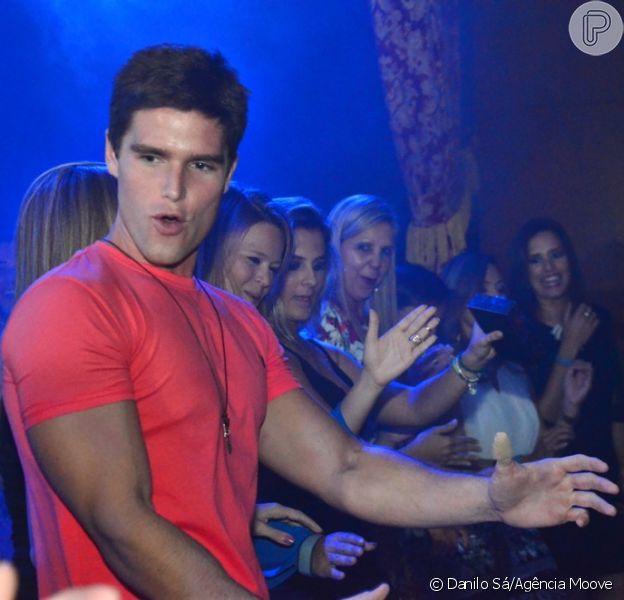 Jonatas Faro foi a estrela principal de uma festa no club The Groove, que fica dentro do complexo Universal Studios, na Flórida, Estados Unidos, na madrugada deste sábado, 19 de julho de 2014