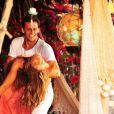 Felizes e apaixonados, o casal Ester (Grazi Massafera) e Cassiano (Henri Castelli) não se desgruda em 'Flor do Caribe'