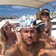 Neymar curte a ilha espanhola ao lado da irmã, Rafaella e amigos