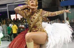 Ana Hickmann mostra gingado e, desta vez, desfila sem cair no Carnaval de SP