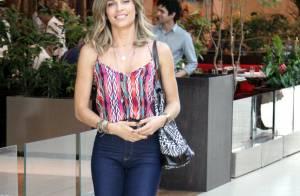 Grazi Massafera, de look estiloso, almoça com sua empresária em shopping do Rio