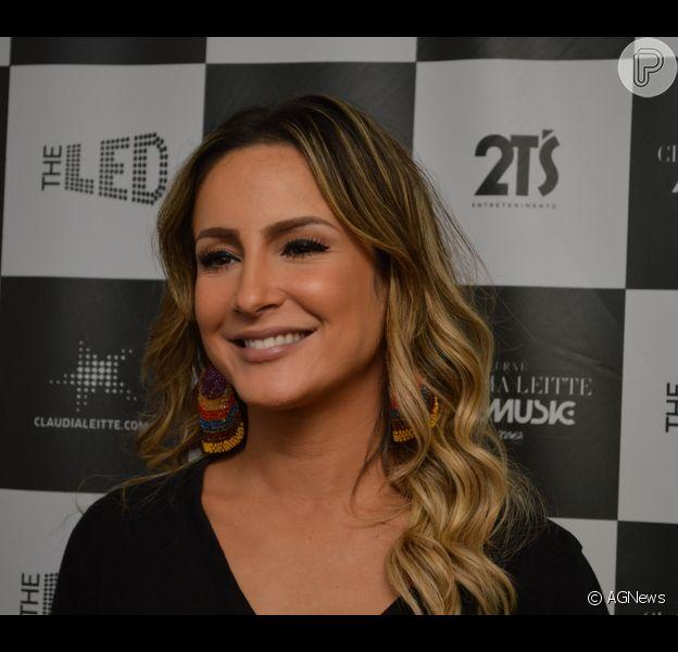 Claudia Leitte ficará hospedada em hotel durante as gravações do 'The Voice' e nega mudança para o Rio. 'O meu lugar é em Salvador', disse a atriz em entrevista nesta segunda-feira, 11 de agosto de 2014