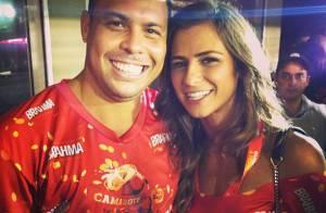 Ronaldo e Paula Morais vão à Sapucaí e DJ conta: 'Vamos morar juntos em Londres'