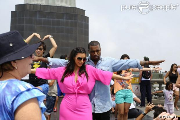 Kim Kardashian e Kanye West pretendem comprar uma casa no Brasil, segundo informações do site americano 'TMZ', nesta segunda-feira, 11 de fevereiro de 2013