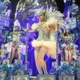 Nanda Costa foi um dos destaques da Beija-Flor. Com uma fantasia luxuosa, quase não foi reconhecida pelo público