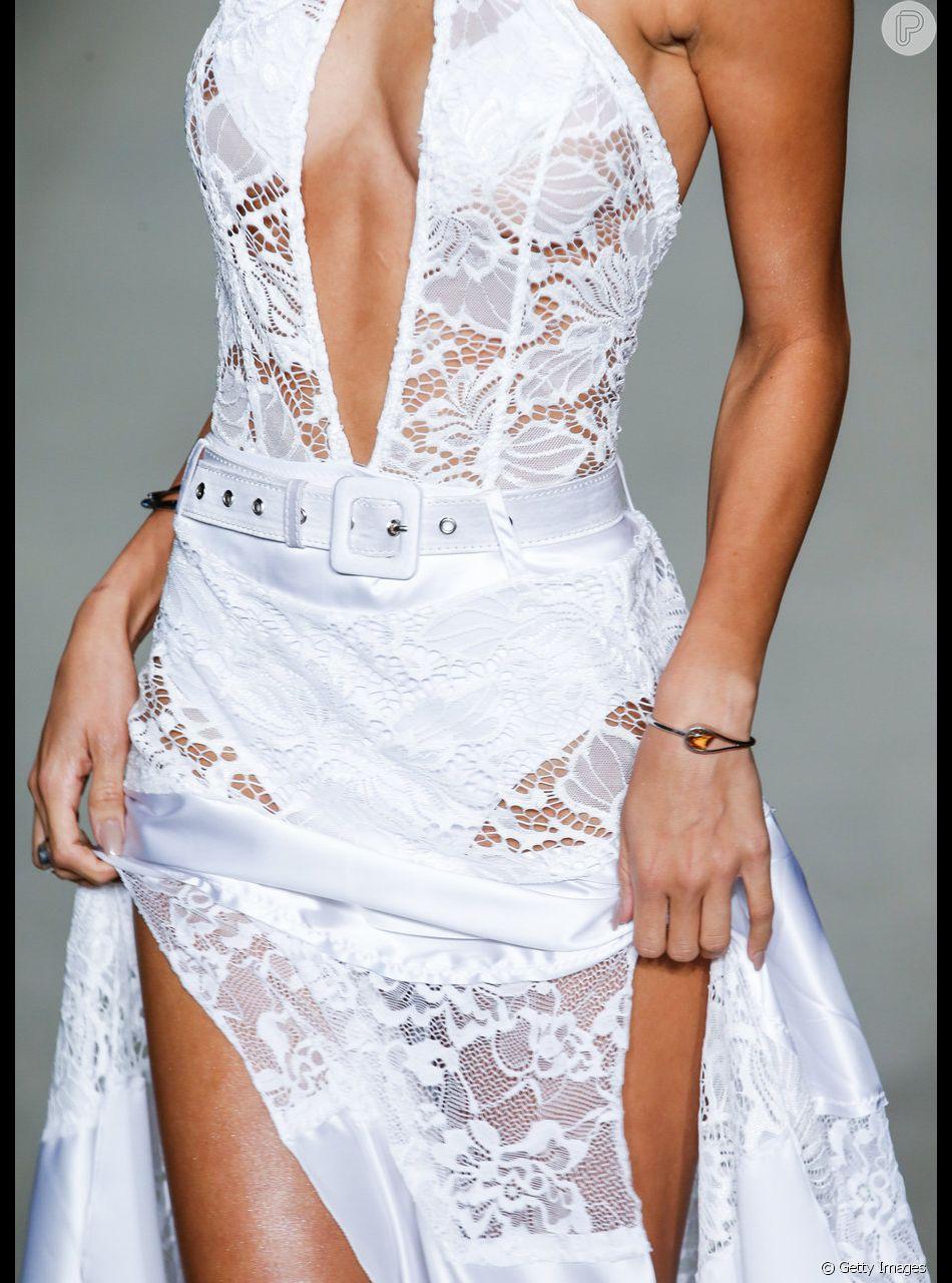 10 looks brancos das passarelas para você se inspirar para o Réveillon