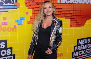 Estilo rocker! Eliana usa jaqueta com spikes e animal print em prêmio. Fotos!