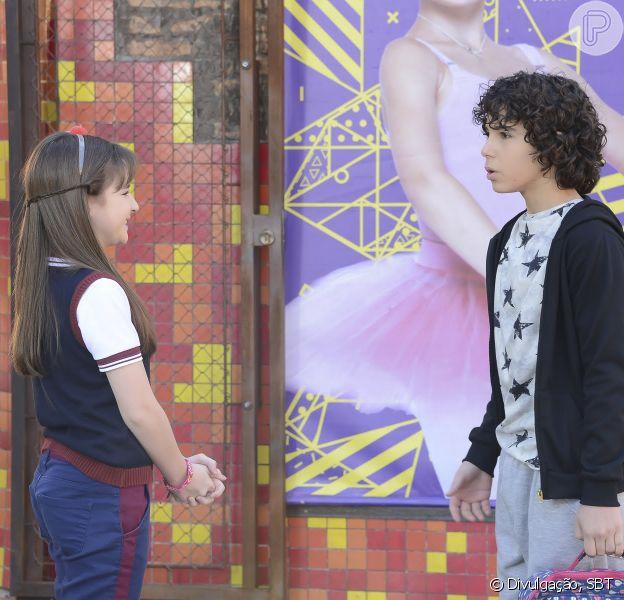 Poliana (Sophia Valverde) pede para o Comitê do Laço Azul ajudar João (Igor Jansen) a entrar na escola, em 'As Aventuras de Poliana'