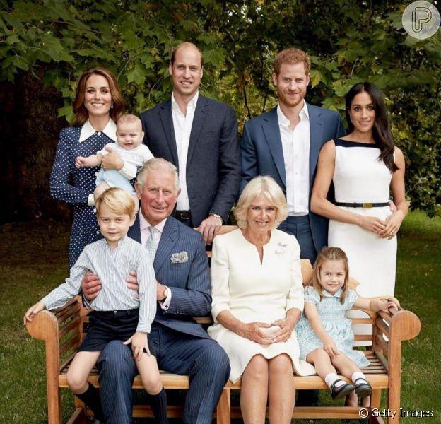 Caçula de Kate Middleton e William, Louis rouba cena em nova foto da realeza divulgada nesta quinta-feira, dia 13 de novembro de 2018
